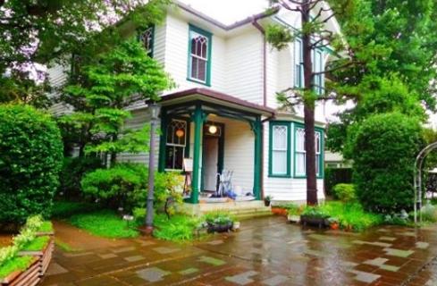 雑司ヶ谷旧宣教師館は1907年にアメリカ人宣教師ジョン・ムーディ・マッケーレブの自宅として建てられたもの。